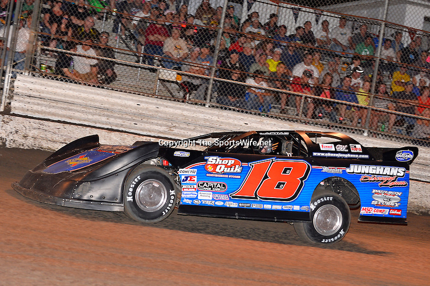 Feb 20, 2014; 7:00:45 PM;  Barberville, FL, USA;  World of Outlaws Late Model Series for 43rd Annual DIRTcar Nationals presented by Summit Racing Equipment at Volusia Speedway Park.  Mandatory Credit: (thesportswire.net)