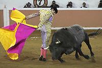 """Viernes 8, Enero 2013. Alejandro Talavante y Octavio García """"El Payo"""" salieron a hombros de la plaza de toros de Juriquilla tras cortar dos orejas cada uno de un buen encierro de Los Encinos. Hermoso de Mendoza no pudo acompañar en volandas a los toreros de a pie por su fallo con el rejón de muerte. Rodolfo Bello, que tomaba la alternativa, fue ovacionado. A7F /NortePhoto"""