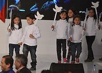 BOGOTÁ -COLOMBIA. 15-06-2014. Un grupo de niños presidieron la entrada de Juan Manuel Santos candidato por el partido de La Unidad Nacional, previo a su discurso después de ganar las eleccciones presidenciales para el período constitucional 2014-18 en Colombia a Oscar Ivan Zuluaga del partido Centro Democratico. La segunda vuelta de la elección de Presidente y vicepresidente de Colombia se cumplió hoy 15 de junio de 2014 en todo el país./ A group of child presided the entry of Juan Manuel Santos candidate by National Unity party prior his speech after wininning the Presidential elections for the constitutional period 2014-15 in Colombia to Oscar Ivan Zuluaga by Democratic Center party. The second round of the election of President and vice President of Colombia that took place today June 15, 2014 across the country. Photo: VizzorImage/ Gabriel Aponte / Staff