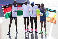 Nova York (EUA), 03/11/2019 - Maratona de Nova York -  O segundo colocado Albert Korir do Quênia, o primeiro colocado Geoffrey Kamworor do Quênia, Eliud Kipchoge e o terceiro colocado Girma Bekele Gebre da Etiópia posam após o Final masculino na final masculino na Maratona de Nova York em 3 de novembro de 2019  (Foto: William Volcov/Brazil Photo Press)