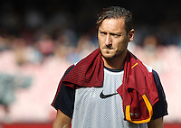 Calcio, Serie A: Napoli vs Roma. Napoli, stadio San Paolo, 15 ottobre. <br /> Roma&rsquo;s Francesco Totti arrives at the bench for the Italian Serie A football match between Napoli and Roma at Naples' San Paolo stadium, 15 October 2016. Roma won 3-1.<br /> UPDATE IMAGES PRESS/Isabella Bonotto