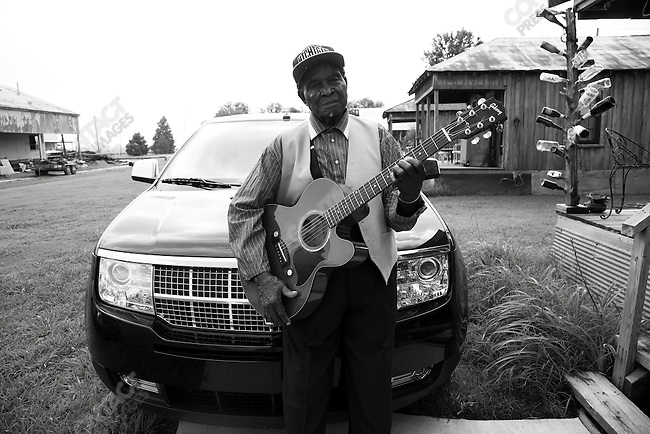 "David ""Honeyboy"" Edwards, one of the last of the early Mississippi Delta blues musicians, who died August 29, 2011, Clarksdale, Mississippi, USA, September, 2007"