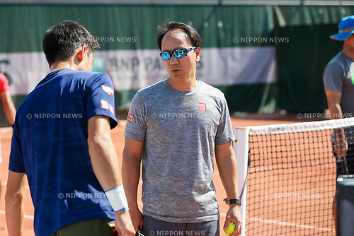 Michael Chang, Kei Nishikori (JPN), MAY 31, 2017 - Tennis : Coach Michael Chang talks to Kei Nishikori of Japan during a training session prior to the Men's single second round match of the French Open tennis tournament at the Roland Garros in Paris, France. (Photo by AFLO)