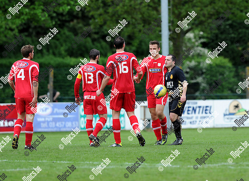 2012-05-10 / Voetbal / seizoen 2011-2012 / Eindronde / Kontich - VC Herentals / Herentals viert de 0-2..Foto: Mpics.be