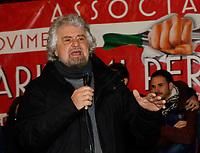 Beppe Grillo e  Luigi Di Maioa Torre del Greco con i lavoratori ;arittimi