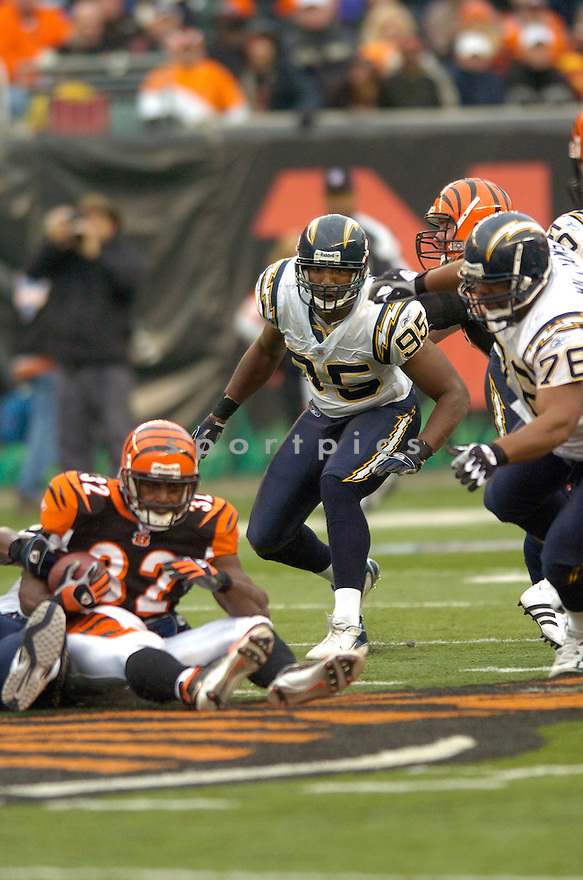SHAUN PHILLIPS, of the San Diego Chargers , in action against the Cincinnati  Bengals on November 12, 2006 in CIncinnat, IH..Charges win 49-41..David Durochik / SportPics...