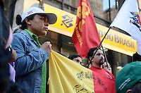 SAO PAULO, 28 DE JUNHO DE 2012 - MANIFESTACAO MST PARAGUAI - Integrantes do MST e outras frentes em manifestacao em solidariedade ao povo paraguaio em frente ao predio do Banco do Brasil, na Avenida Paulista onde funciona o Gabinete da Republica, na regiao central, no fim da tarde desta quinta feira. FOTO: ALEXANDRE MOREIRA - BRAZIL PHOTO PRESS