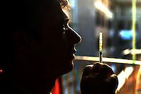 Uomo mentre fa uso di eroina. Man while using heroin....
