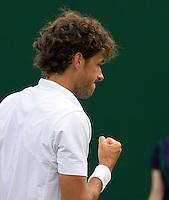 21-06-11, Tennis, England, Wimbledon, Robin Haase  bald zijn vuist, hij plaatst zich voor de tweede ronde
