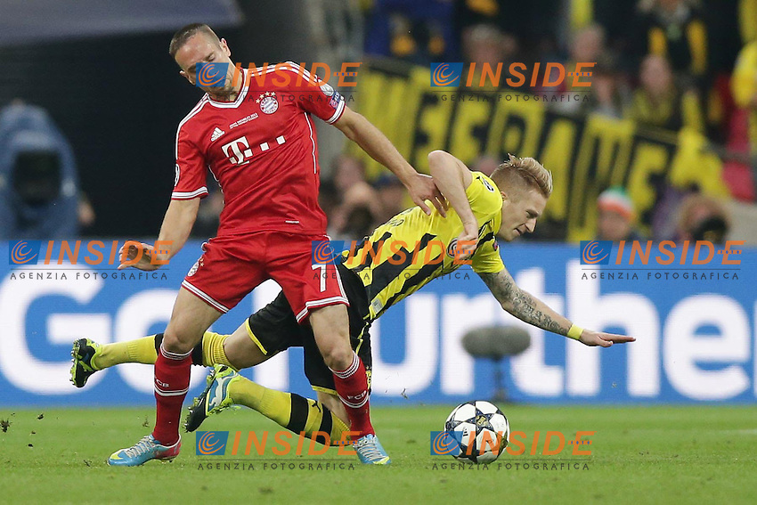 25.05.2013, Wembley Stadion, London, ENG, UEFA Champions League, FC Bayern Muenchen vs Borussia Dortmund, Finale, im Bild Duell Franck RIBERY (FC Bayern Muenchen - 7) - Marco REUS (Borussia Dortmund - BVB - 11) // during the UEFA Champions League final match between FC Bayern Munich and Borussia Dortmund at the Wembley Stadion, London, United Kingdom on 2013/05/25. EXPA Pictures &copy; 2013, PhotoCredit: EXPA/ Eibner/ Gerry Schmit<br /> <br /> ***** ATTENTION - OUT OF GER ***** <br /> 25/5/2013 Wembley<br /> Football 2012/2013 Champions League<br /> Finale <br /> Borussia Dortmund Vs Bayern Monaco <br /> Foto Insidefoto
