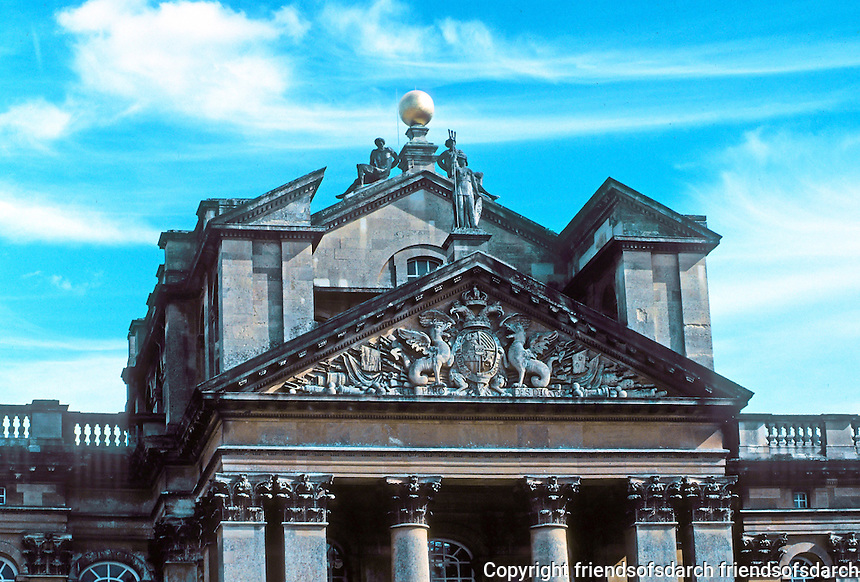 Sir John Vanbrugh: Blenheim Palace, entrance portico, detail. Photo '05.