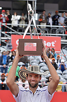 BOGOTÁ -COLOMBIA. 21-07-2013. Ivo Karlovic (CRO) levanta el trofeo como campeon del ATP Claro Open Colombia 2013 tras vencer a Alejandro Falla (COL) hoy en el Centro de Alto Rendimiento en Bogota./ Ivo Karlovic (CRO) lifts the trophy as champion of ATP Claro Open Colombia 2013 after defeating to Alejandro Falla (COL) today in the final at Centro de Alto Rendimiento in Bogota city. Photo: VizzorImage / Str