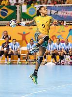 TORONTO, CANADA, 24.07.2015 - PAN-HANDBALL - Ana Paula Rodrigues do Brasil durante partida contra Argentina na final do Handball Feminino no Centro de Exposições de Toronto nesta sexta-feira, 24. (Foto: William Volcov/Brazil Photo Press)