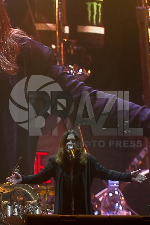 S&Atilde;O PAULO &ndash; 25-04-2015  &ndash; MONSTERS OF ROCK &ndash; ARENA ANHEMBI &ndash; OZZY OSBOURNE<br /> Ozzy Osbourne, ex vocalista do Black Sabbath fechou a noite do primeiro dia do festival Monsters of Rock realizado na Arena Anhembi, zona norte da cidade de  S&atilde;o Paulo/SP<br /> Foto: Flavio Hopp/Brazil Photo Press