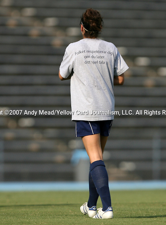 "07 September 2007: Yale team t-shirt reading ""Folket respekterar dig om du later ditt spel tala."" The Duke University Blue Devils defeated the Yale University Bulldogs 1-0 at Fetzer Field in Chapel Hill, North Carolina in an NCAA Division I Women's Soccer game, and part of the annual Nike Carolina Classic tournament."