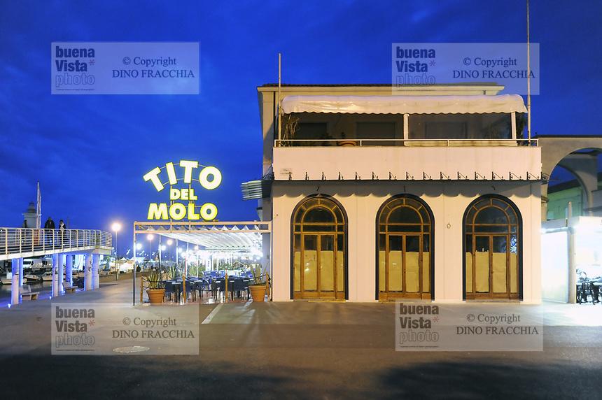 - Viareggio (Toscana), localit&agrave; balneare, ristorante sulla passeggiata lungomare <br /> <br /> - Viareggio (Tuscany), seaside resort, restaurant on seafront promenade