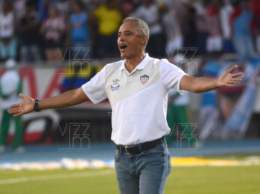 BARRANQUILLA  -COLOMBIA, 18-FEBRERO-2015. Alexis Mendoza director tecnico  del Atletico Junior    contra Real Cartagena   durante partido por la fecha 1 de la Copa  çguila I 2015 jugado en el estadio Metropolitano  de la ciudad de Barranquilla./ Alexis Mendoza coach  of  Atletico Junior   against Real Cartagena  during the match for the first date of the Aguila Cup I 2015 played at Metropolitano  stadium in Barranquilla city<br />  . Photo / VizzorImage / Alfonso Cervantes / Stringer