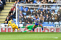 Nick Powell of Wigan Athletic left scores the first goal past   Referee Andy Davies keeper Emiliano Martínez of Reading  during Reading vs Wigan Athletic, Sky Bet EFL Championship Football at the Madejski Stadium on 9th March 2019