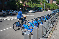 "Bicycle enthusiasts at a docking station in the Chelsea neighborhood of New York on Monday, May 27, 2013 on the first day of the city's bike-sharing program. 6000 bikes in over 300 stations have been placed so far for the roll out of the program. Cyclists purchased one-year passes for $95 which gives them unlimited 45 minute rides to get from point ""A"" to point ""B"". Daily and hourly passes will soon be available.  (© Richard B. Levine)"