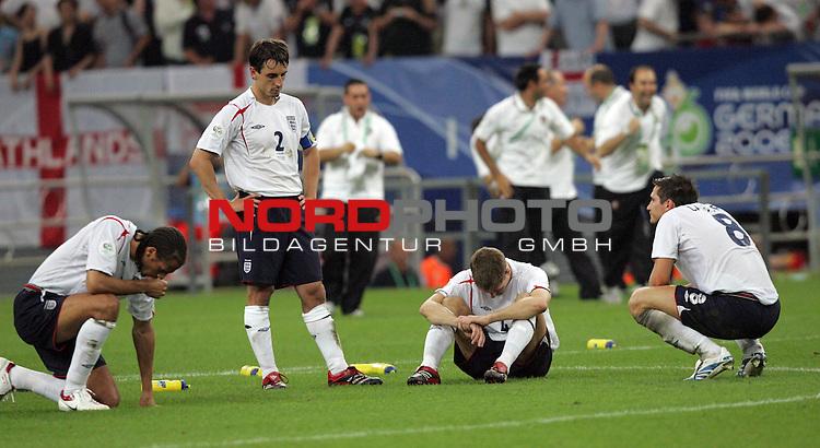 FIFA WM 2006 -  Quarter Finals / Viertelfinale<br /> Play   #59  (30-Jun) - England - Portugal<br /> <br /> Blankes Entsetzen bei Gary Neville (2. v. links) von England und den anderen Spielern nach der Niederlage im Elfmeterschiessen gegen Portugal.<br /> <br /> Foto &copy; nordphoto