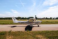 Aero Club Bresso (Milano). Aereo da turismo Cessna 172 Skyhawk sulla pista in fase di decollo --- Bresso Airfield flying club near Milan. General aviation Cessna 172 Skyhawk aircraft on the runway starting the take off