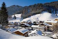 AUT, Oesterreich, Salzburger Land, Dienten: Dorfansicht, tief verschneit | AUT, Austria, Salzburger Land, Dienten: wintersport resort