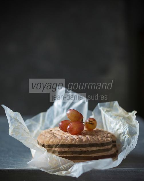France, Calvados (14), Pays d' Auge,  AOP Livarot  // France, Calvados, Pays d' Auge,  PDO Livarot cheese