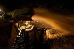 Catherine Kervran, agricultrice de 35 ans, à Plourin lès morlaix, est à la tête d'une exploitation laitière familiale d'une soixante de vaches laitière, .  Ces journees a 7 heures du matin par une premiere traite. La journee elle se consacre à l'entretien de son exploitation et des animaux. Une deuxieme traite a lieu à 18 heures.                                             Agricultrice depuis la troisième generation, elle dirige son exploitation avec sa mere. Son père à la retraite vient lui donner de l'aide régulièrement. Les autres jours de la semaine un employé agricole travaille à mi temps sur l'exploitation.                                                                Catherine Kervran est à l'origine de la création du collectif des agricultrices en coleres, qui regroupe plus d'une centaine d'exploitante de toute la bretagne.                                                                    La commune de Plourin-les-Morlaix regroupe 36 exploitations, principalement en production laitière. La production se situe à 11 millions de litres, ce qui fait de cette commune en 2ème en terme de production laitiere---- INFO A CONFIRMER.