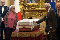 Fausto Bertinotti tocca la bara<br /> Roma 28-09-2015 Camera dei Deputati.  Camera ardente di Pietro Ingrao, morto all'eta' di 100 anni.<br /> Burial Chamber for Pietro Ingrao, leader of the Italian Comunist Party, died at the age of 100-<br /> Photo Samantha Zucchi Insidefoto