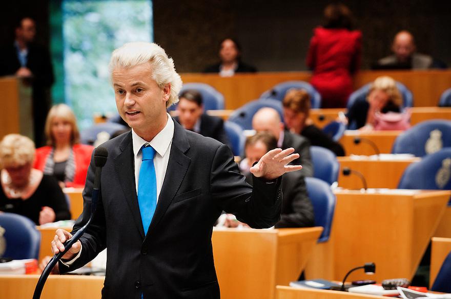 Nederland, Den Haag, 21 sept   2011.Algemene Politieke Beschouwingen in de tweede kamer..PVV leider Geert Wilders aan de interuptiemicrofoon..Foto (c): Michiel Wijnbergh
