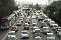 SAO PAULO, SP, 28 MARCO 2013 - TRANSITO EM SAO PAULO - Transito congestionado nessa vespera do feriado da pascoa na radial Leste no sentido  bairros no Tatuape na zona leste da cidade nesta quinta 28. (FOTO LEVY RIBEIRO / BRAZIL PHOTO PRESS)...
