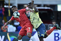 BOGOTA - COLOMBIA, 03-06-2019: Cristian Zapata jugador de Colombia disputa el balón con Gabriel Torres jugador de Panamá durante partido amistoso entre Colombia y Panamá jugado en el estadio El Campín en Bogotá, Colombia. / Cristian Zapata player of Colombia fights the ball with Gabriel Torres of Panama during a friendly match between Colombia and Panama played at Estadio El Campin in Bogota, Colombia. Photo: VizzorImage/ Gabriel Aponte / Staff