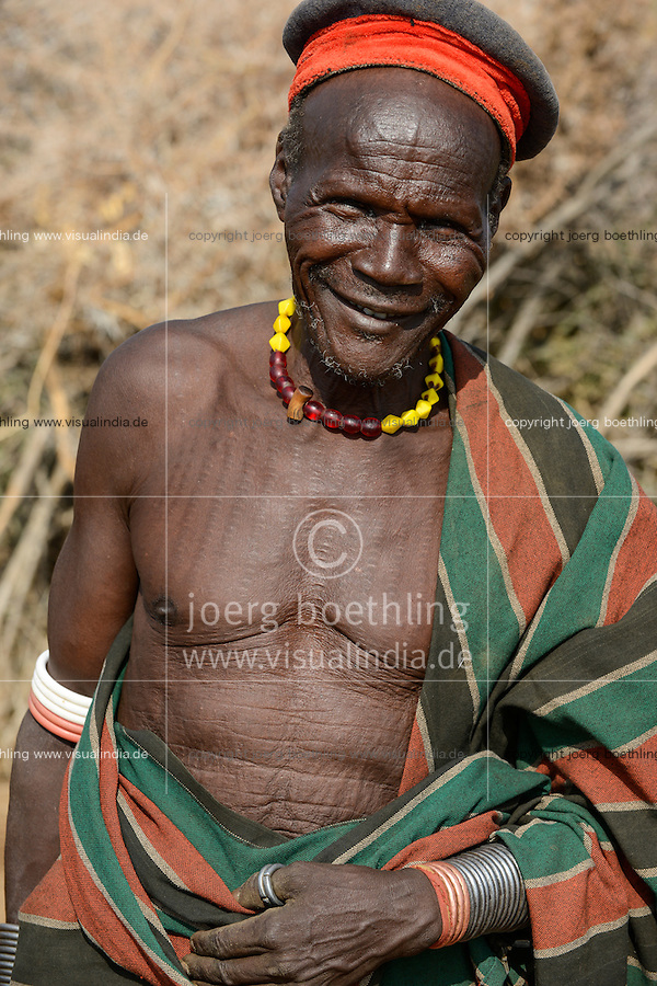 ETHIOPIA, Southern Nations, Lower Omo valley, Kangaten, village Kakuta, Nyangatom tribe, village chief / AETHIOPIEN, Omo Tal, Kangaten, Dorf Kakuta, Nyangatom Hirtenvolk, Dorfchef