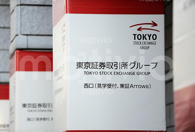 Wirtschaft und Finanzen TSE Tokyo Stock Exchange - Boerse in Tokio 19.12.2008 Der Schriftzug der Boerse in Tokio ist auf den Pfeilern vor dem Besuchereingang zu sehen.