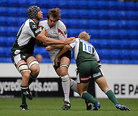 Reading, GREAT BRITAIN, Falcons, Geoff PARLING goes for the gap  between, left,  Nick KENNEDY and Shane GERAGHTY,  during the Guinness Premiership match London Irish vs Newcastle Falcons, at Madejski. England, Sun. 23.09.2007  [Mandatory Credit, Peter Spurrier/Intersport-images].....