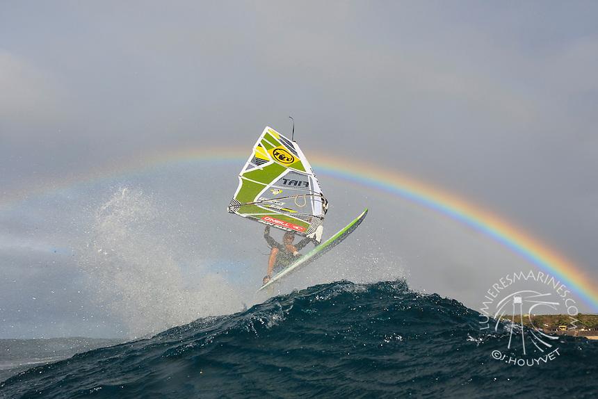 Florian Jung (GER) windsurfing in Ho'okipa Beach Park (Maui, Hawaii, USA)