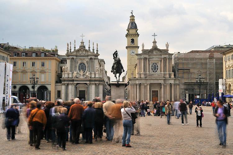 Turisti in piazza San Carlo