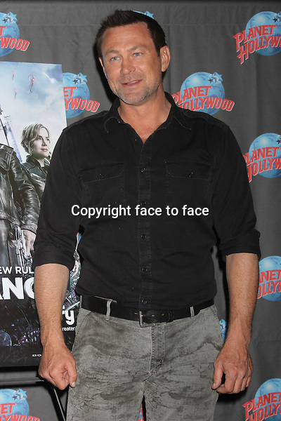 "Grant Bowler promoting his role in the Syfy series ""Defiance"" at Planet Hollywood Times Square in New York, 19.06.2013. Credit: Rolf Mueller/face to face"