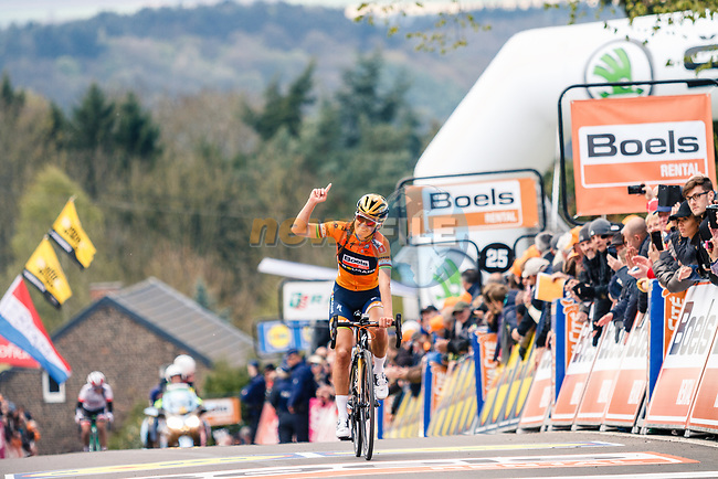 Elizabeth Deignan (GBR) Boels Dolmans Cyclingteam finishes in 2nd place behind her team mate at the end of La Fleche Wallonne Femme 2017, Huy, Belgium. Photo by Thomas van Bracht / PelotonPhotoallonne (UCs.com