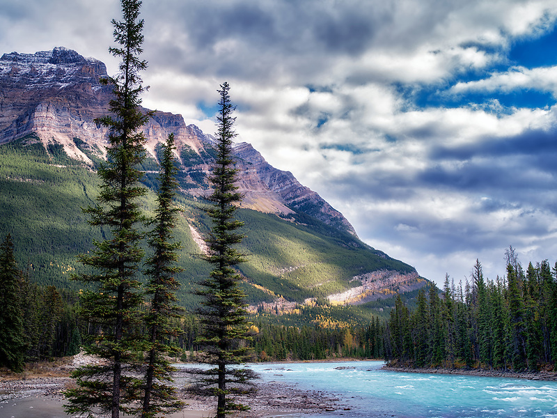 Athebasca River and mountain. Jasper National Park, Alberta, Canada