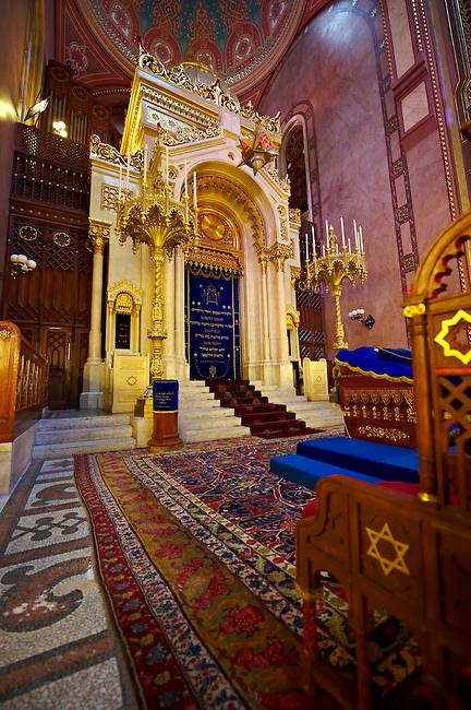 The interior of the Dohány Street  or Great Synagogue (nagy zsinagóga).  The Second largest Synagogue in the world built in Moorish Revival Style. Budapest, Hungary