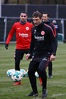 Co-Trainer Robert Kovac (Eintracht Frankfurt) spielt mit - 05.12.2017: Eintracht Frankfurt Training, Commerzbank Arena