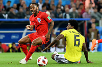 MOSCU - RUSIA, 03-07-2018: Carlos SANCHEZ (Der) jugador de Colombia disputa el balón con Raheem STERLING (Izq) jugador de Inglaterra durante partido de octavos de final por la Copa Mundial de la FIFA Rusia 2018 jugado en el estadio del Spartak en Moscú, Rusia. / Carlos SANCHEZ (R) player of Colombia fights the ball with Raheem STERLING (L) player of England during match of the round of 16 for the FIFA World Cup Russia 2018 played at Spartak stadium in Moscow, Russia. Photo: VizzorImage / Julian Medina / Cont