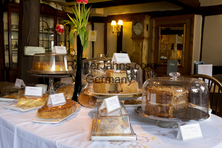 United Kingdom, England, Gloucestershire, Chipping Campden: Cakes in Cotswold Tea Room | Grossbritannien, England, Gloucestershire, Chipping Campden: Kuchenbuffet in einem Cotswold Tea Room