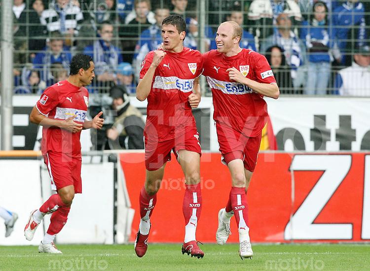 Fussball Bundesliga  33. Spieltag  VfL Bochum - VfB Stuttgart JUBEL VfB; Torschuetze Mario Gomez (li) und Ludovic Magnin