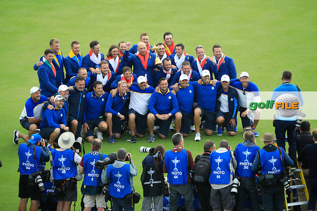 Winning team Europe on the 18th green pose for photographs after the sunday singles at the Ryder Cup, Le Golf National, Paris, France. 30/09/2018.<br /> Picture Phil Inglis / Golffile.ie<br /> <br /> All photo usage must carry mandatory copyright credit (© Golffile | Phil Inglis)