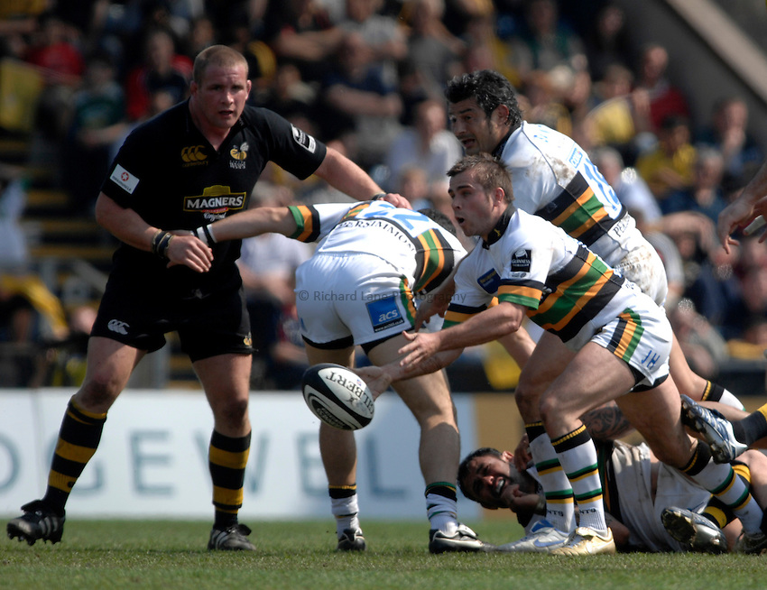 Photo: Richard Lane..London Wasps v Northampton Saints. Guinness Premiership. 15/04/2007. .Saints' John Howard passes.