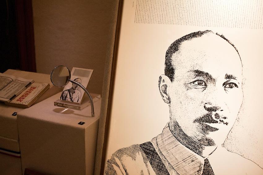 Une oeuvre d'artiste , gravure de son portrait et reproduction miniature d'un de ses discours.