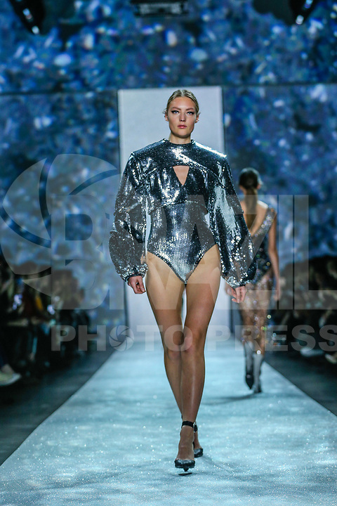 NOVA YORK,USA, 13.02.2019 - MODA-NOVA YORK - Modelo durante desfile da grife Rosa Cha no New York Fashion Week (NYFW) em Nova York nesta quarta-feira, 13. (Foto: Vanessa Carvalho/Brazil Photo Press)