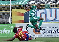 BOGOTÁ -COLOMBIA, 12-08-2018: Amaury Torralvo (Der) de La Equidad disputa el balón con Arnol Palacios (Izq) de Deportivo Pasto durante partido por la fecha 4 de la Liga Águila II 2018 jugado en el estadio Metropolitano de Techo de la ciudad de Bogotá. / Amaury Torralvo (R) player of La Equidad fights for the ball with Arnol Palacios (L) player of Deportivo Pasto during match for the date 4 of the Aguila League II 2018 played at Metropolitano de Techo stadium in Bogotá city. Photo: VizzorImage/ Gabriel Aponte / Staff